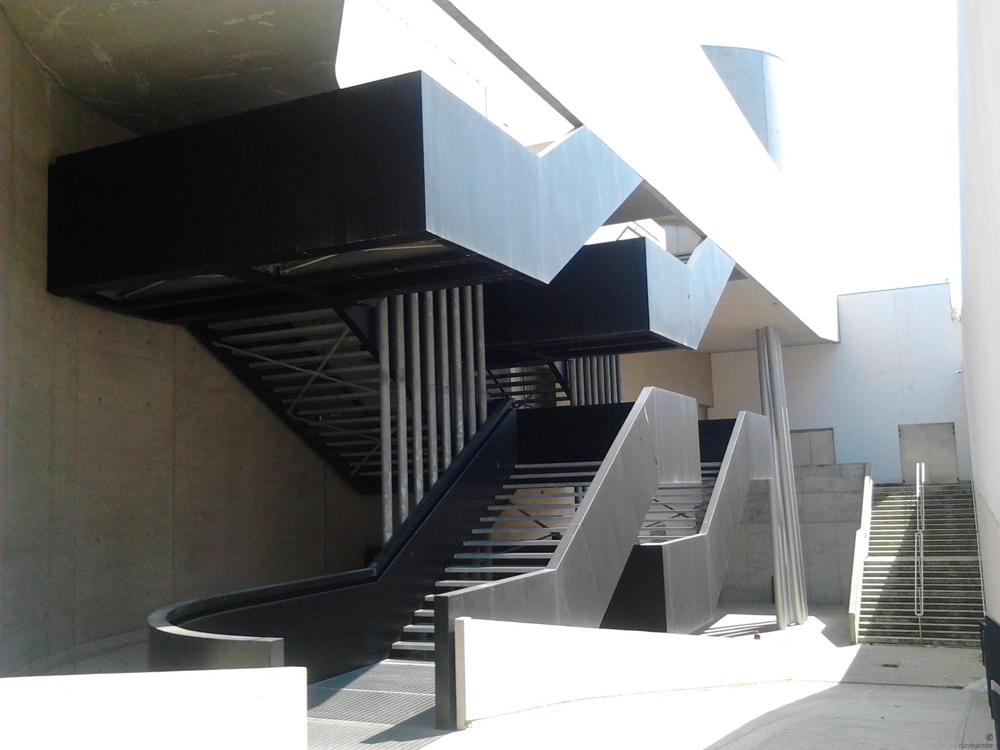 Maxxi museo nazionale delle arti del xxi secolo archidiap for Scale esterne design